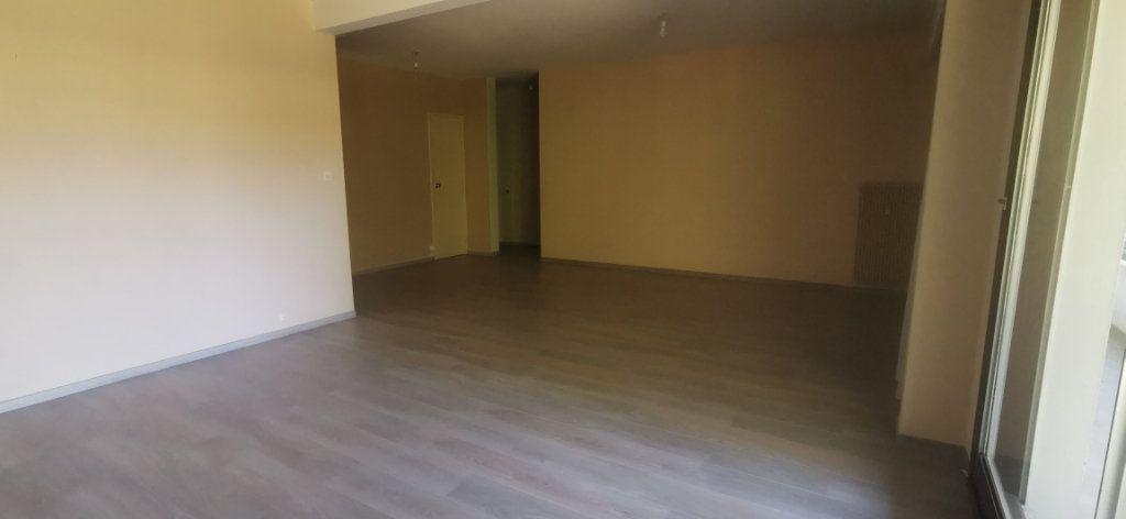 Appartement à louer 4 92m2 à Romorantin-Lanthenay vignette-3