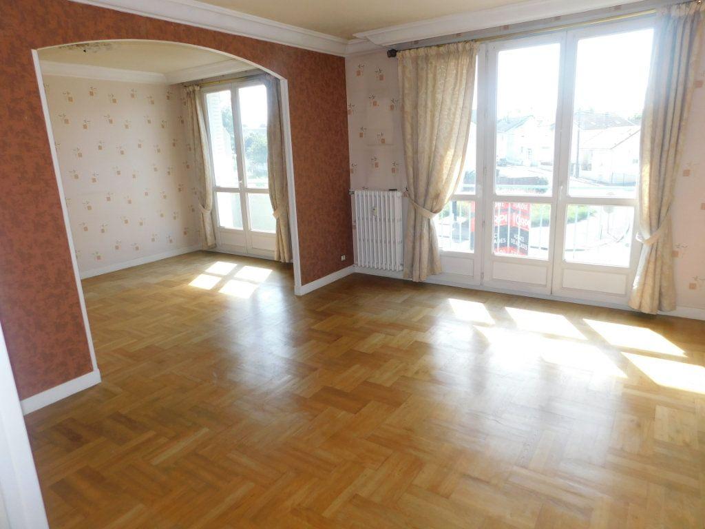 Appartement à louer 3 65.91m2 à Limoges vignette-1