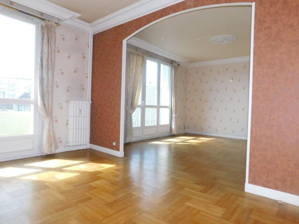 Appartement à louer 3 65.91m2 à Limoges vignette-2