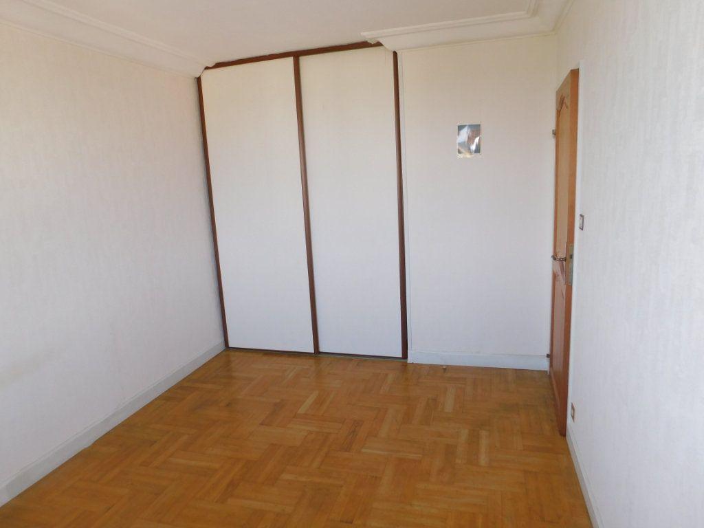 Appartement à louer 3 65.91m2 à Limoges vignette-3