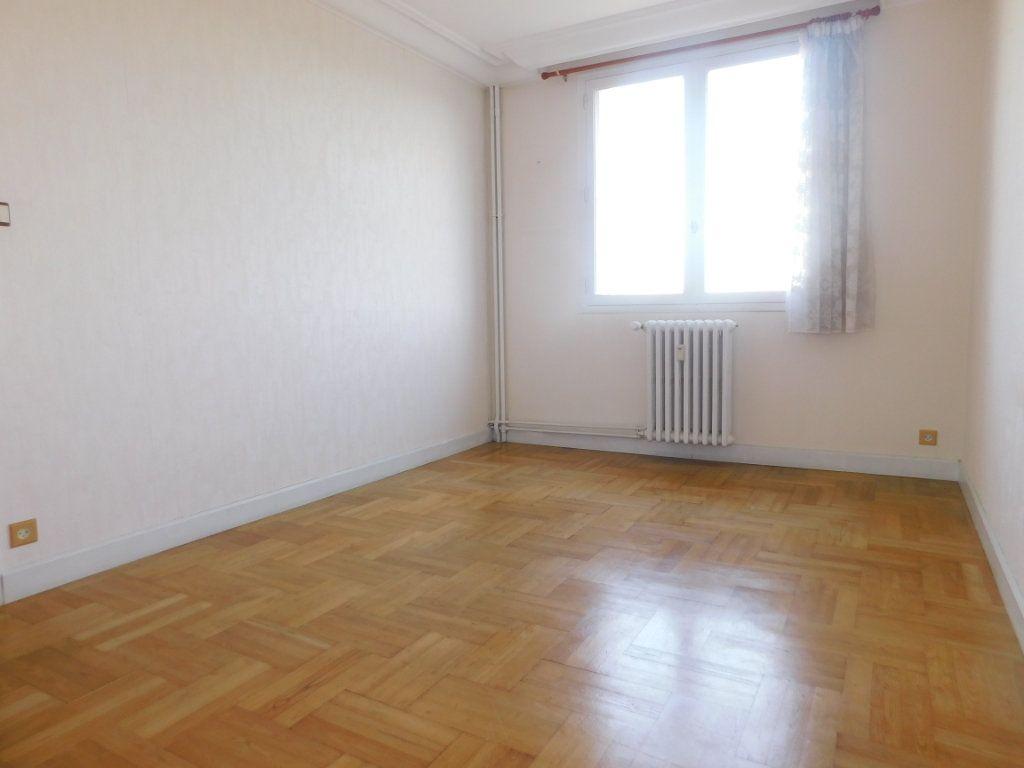 Appartement à louer 3 65.91m2 à Limoges vignette-4