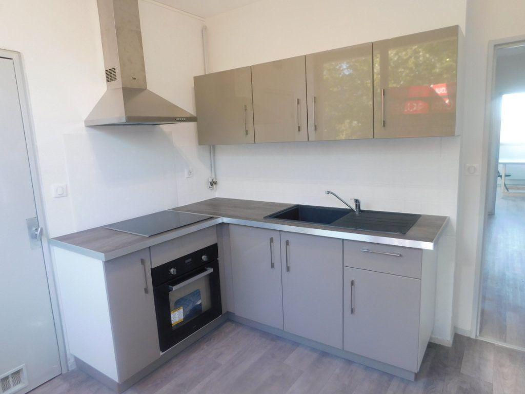 Appartement à louer 2 65m2 à Limoges vignette-2