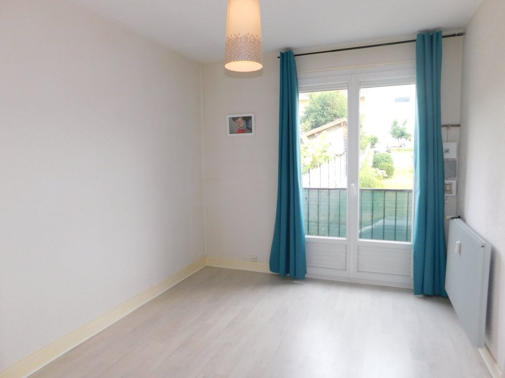 Appartement à louer 3 52.4m2 à Limoges vignette-1