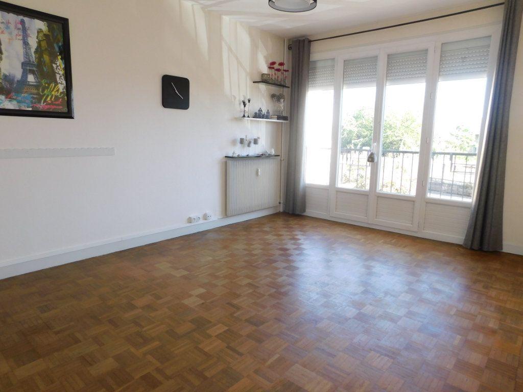 Appartement à louer 3 52.4m2 à Limoges vignette-2