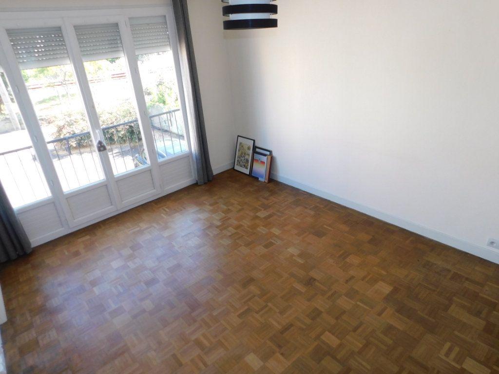 Appartement à louer 3 52.4m2 à Limoges vignette-3