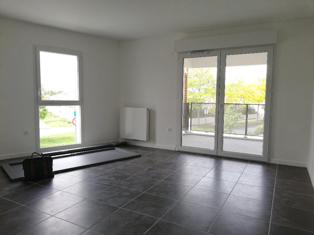 Appartement à louer 3 69.94m2 à Périgny vignette-3