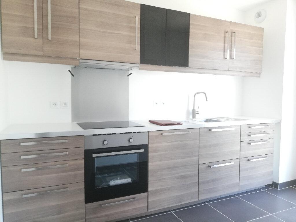 Appartement à louer 3 69.94m2 à Périgny vignette-4