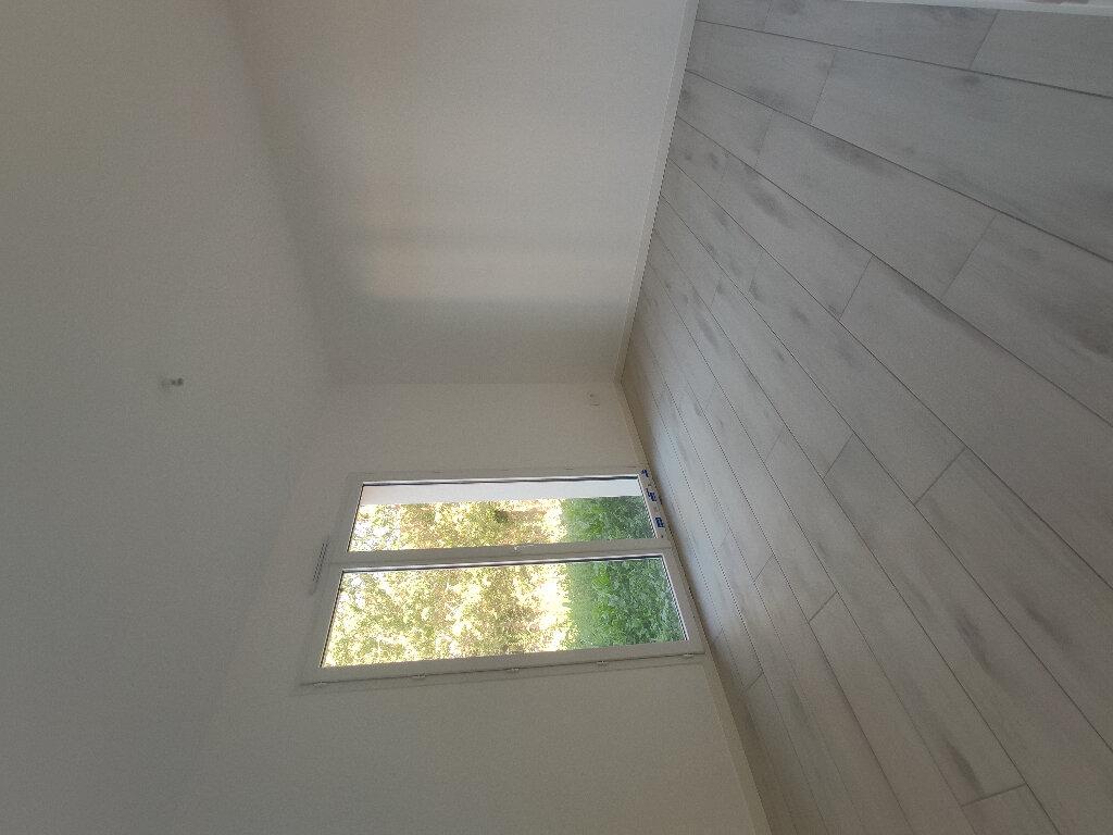 Maison à louer 4 110m2 à Breuil-Magné vignette-7