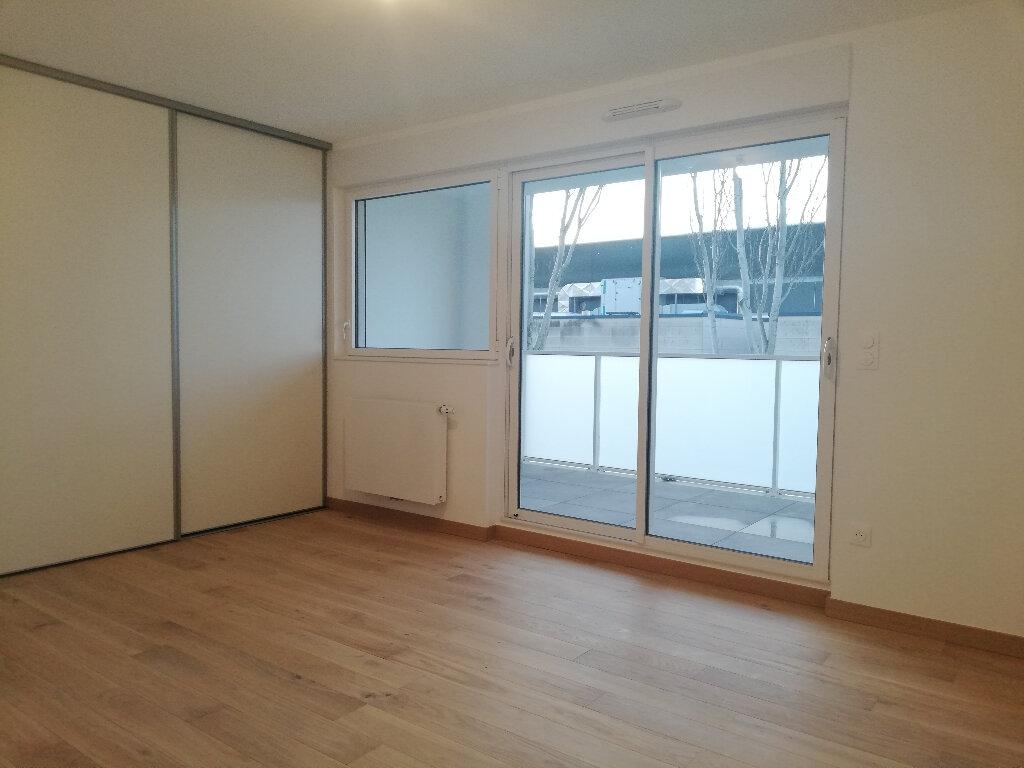 Appartement à louer 2 49.1m2 à La Rochelle vignette-3