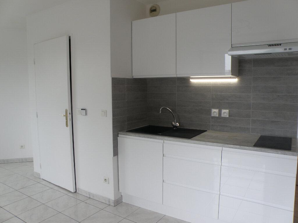 Appartement à louer 1 24m2 à Chelles vignette-2