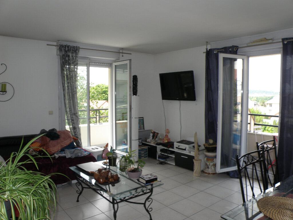 Appartement à louer 3 64.36m2 à Noisy-le-Grand vignette-1