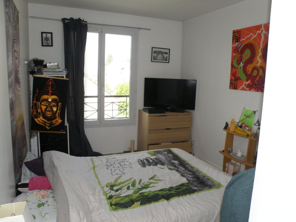 Appartement à louer 3 64.36m2 à Noisy-le-Grand vignette-3