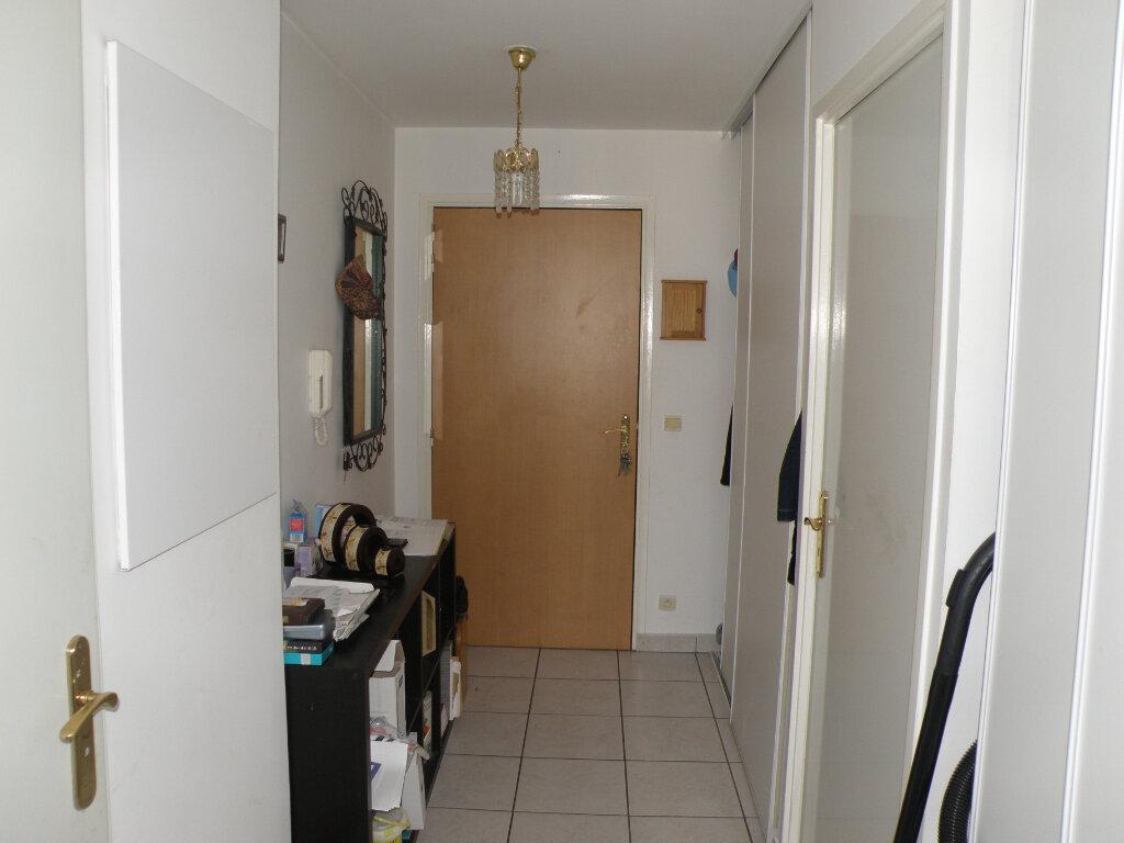Appartement à louer 3 64.36m2 à Noisy-le-Grand vignette-4