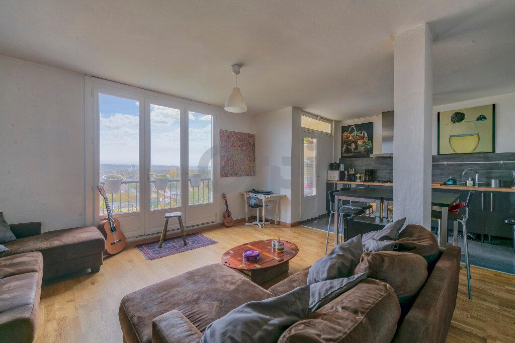 Appartement à louer 4 67.73m2 à Noisy-le-Grand vignette-1