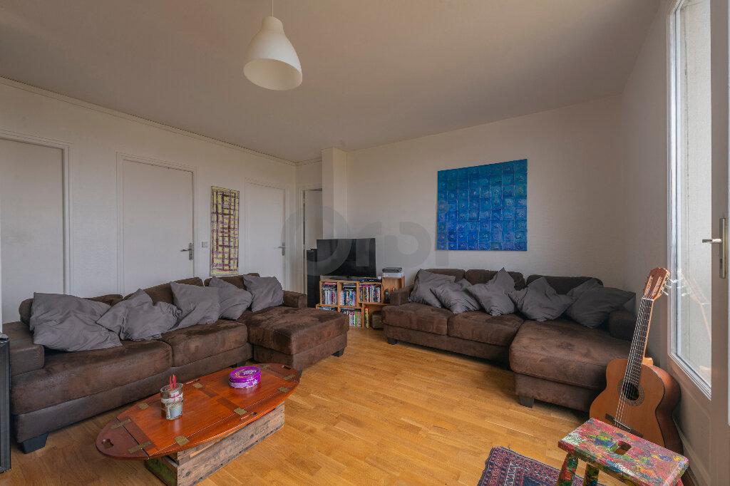 Appartement à louer 4 67.73m2 à Noisy-le-Grand vignette-2