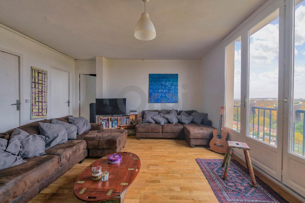 Appartement à louer 4 67.73m2 à Noisy-le-Grand vignette-3