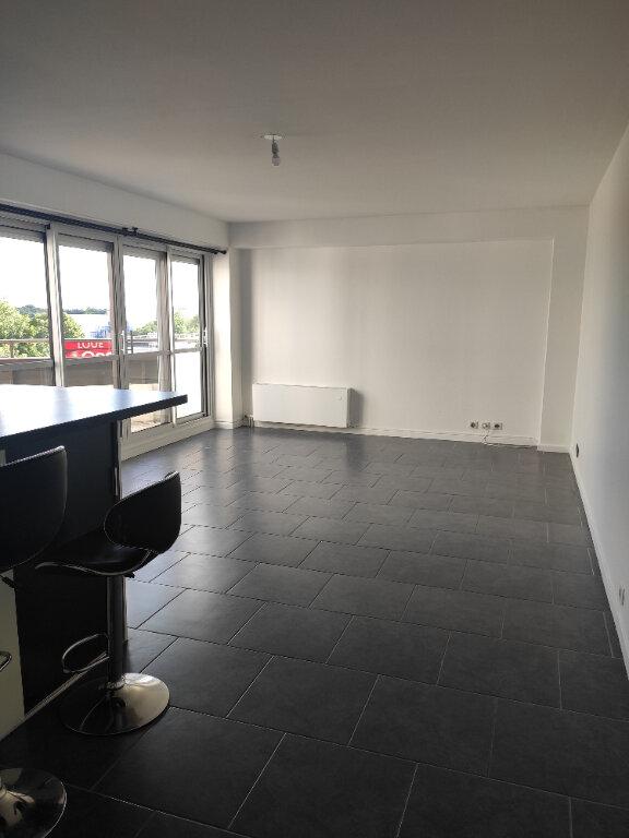 Appartement à louer 3 70.09m2 à Neuilly-sur-Marne vignette-1
