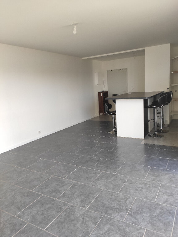 Appartement à louer 3 70.09m2 à Neuilly-sur-Marne vignette-5