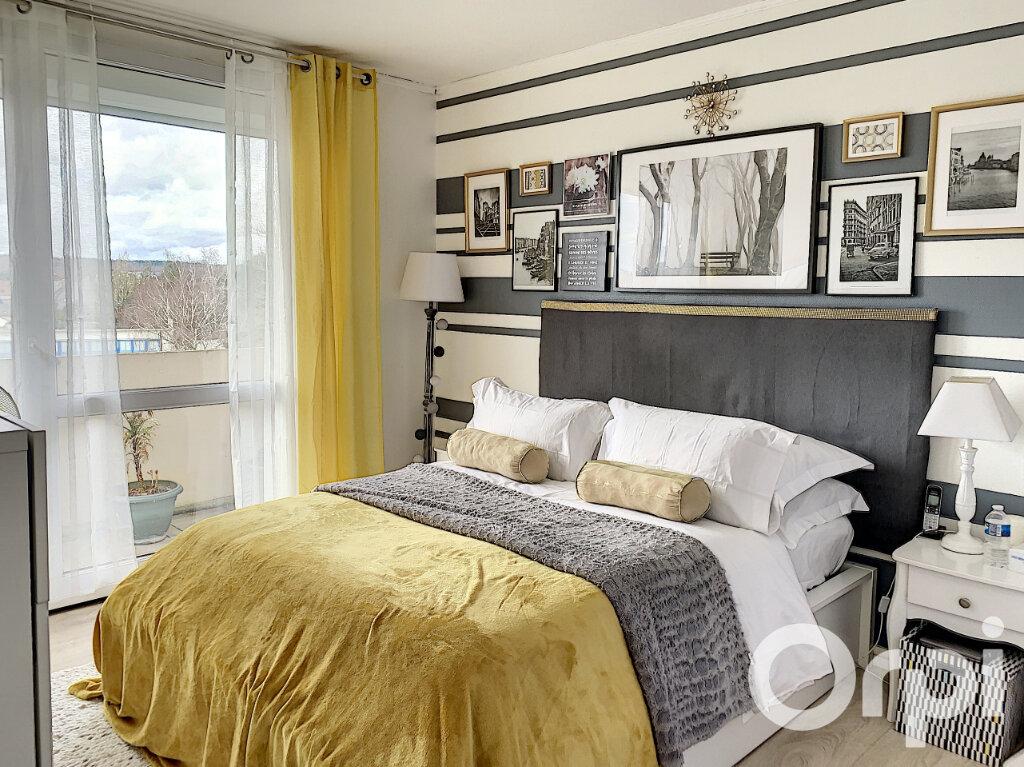 Appartement à vendre 4 65m2 à Villers-Cotterêts vignette-4