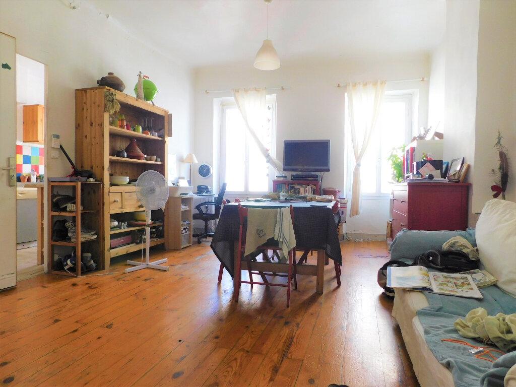 Appartement à vendre 3 67m2 à Marseille 6 vignette-2
