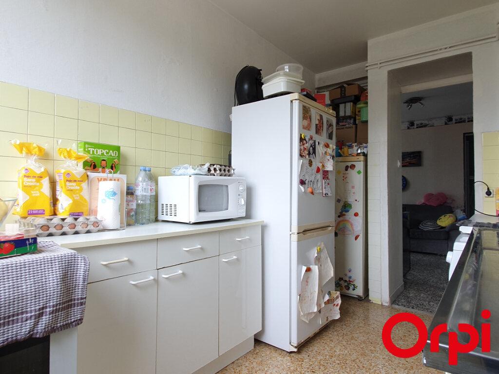 Appartement à vendre 4 70m2 à Marseille 9 vignette-4