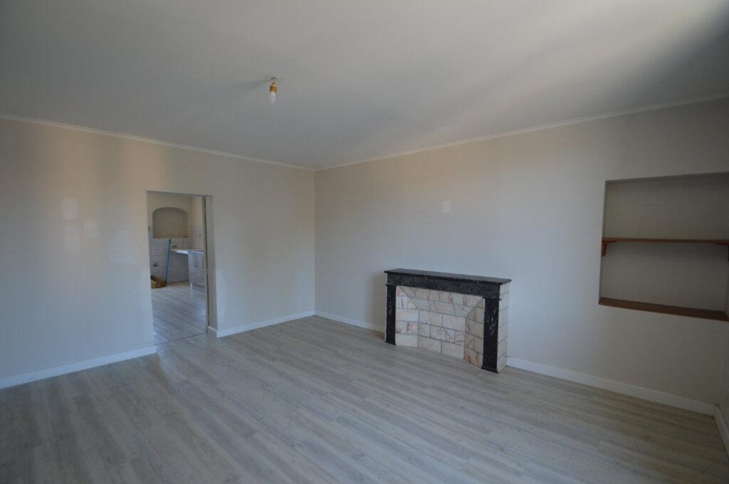 Appartement à louer 4 87m2 à Périgueux vignette-2