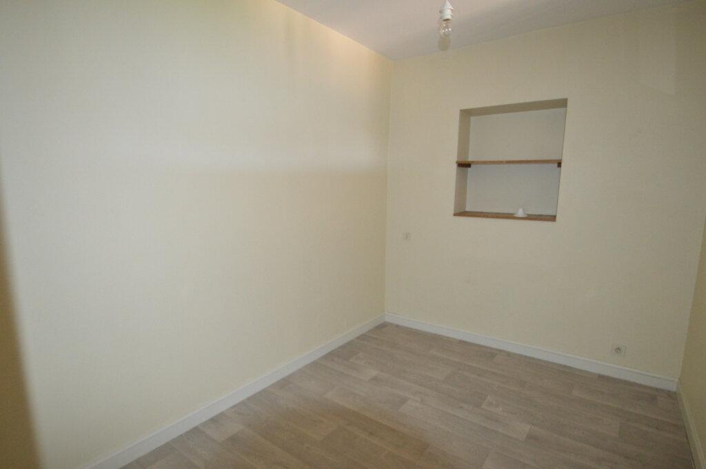 Appartement à louer 4 87m2 à Périgueux vignette-6