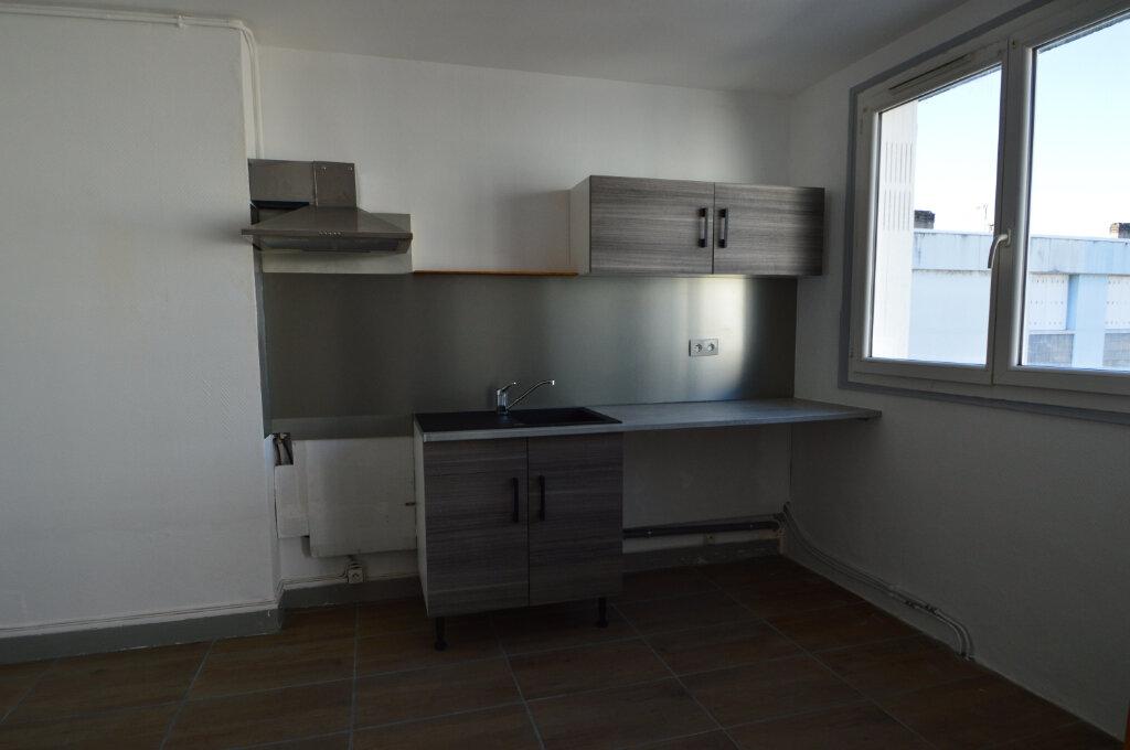Appartement à louer 3 50m2 à Notre-Dame-de-Sanilhac vignette-1
