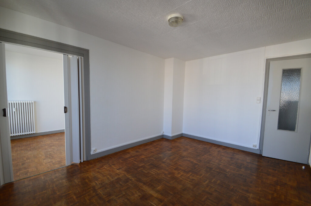 Appartement à louer 3 50m2 à Notre-Dame-de-Sanilhac vignette-2