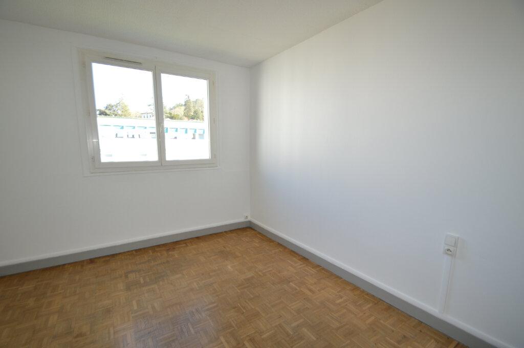 Appartement à louer 3 50m2 à Notre-Dame-de-Sanilhac vignette-5