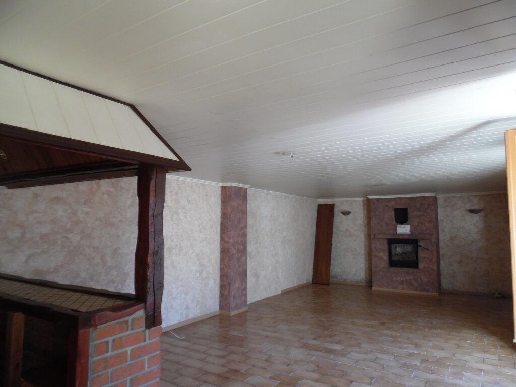 Maison à vendre 5 112.84m2 à Beuvrages vignette-2