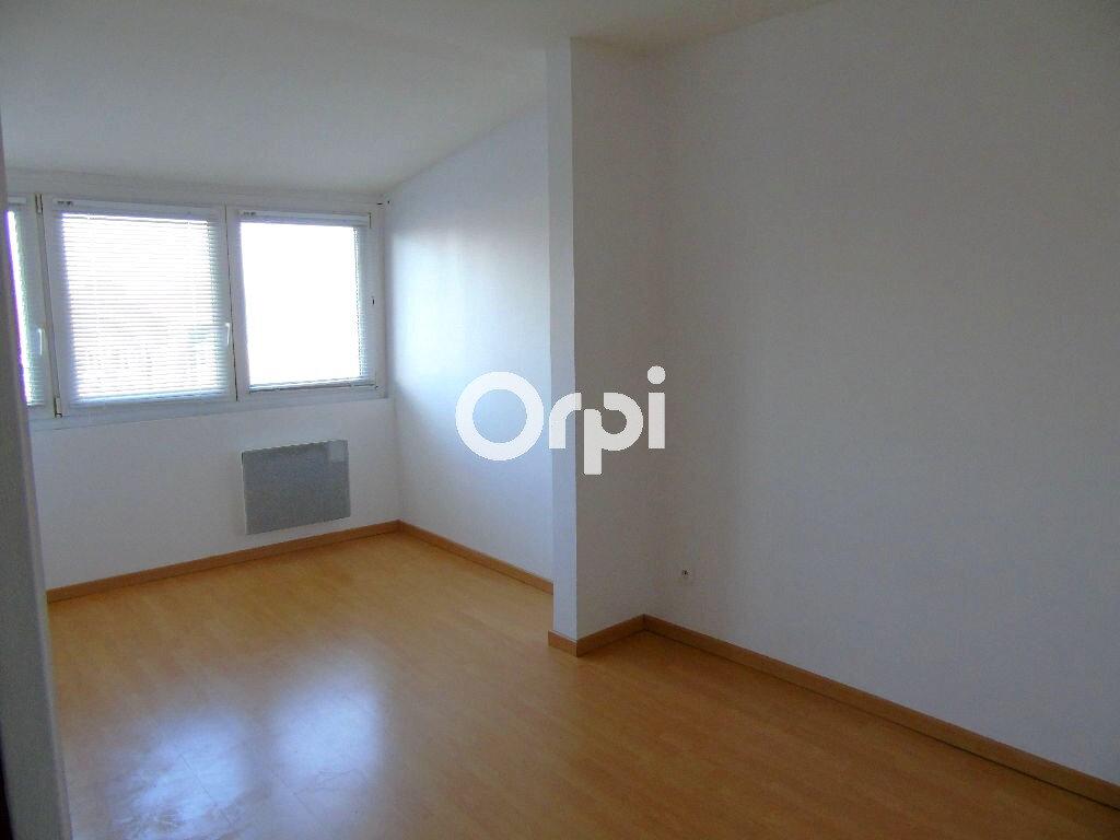 Appartement à louer 2 37.7m2 à Saint-Amand-les-Eaux vignette-3