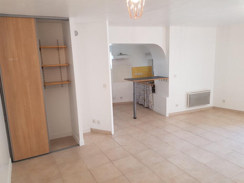 Appartement à louer 2 35.58m2 à Saint-Martin-de-Londres vignette-2