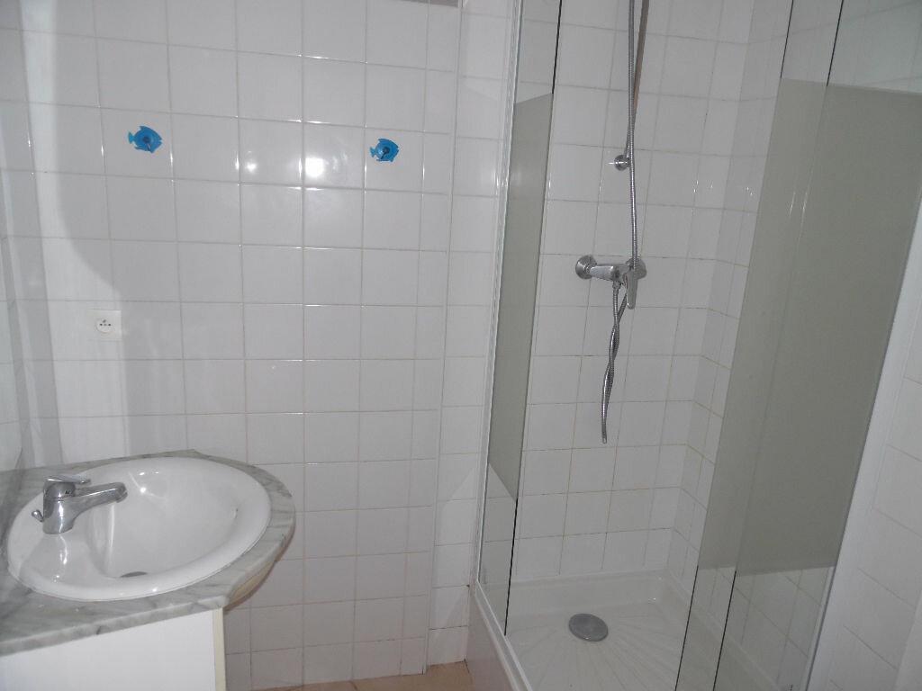 Appartement à louer 2 35.58m2 à Saint-Martin-de-Londres vignette-5