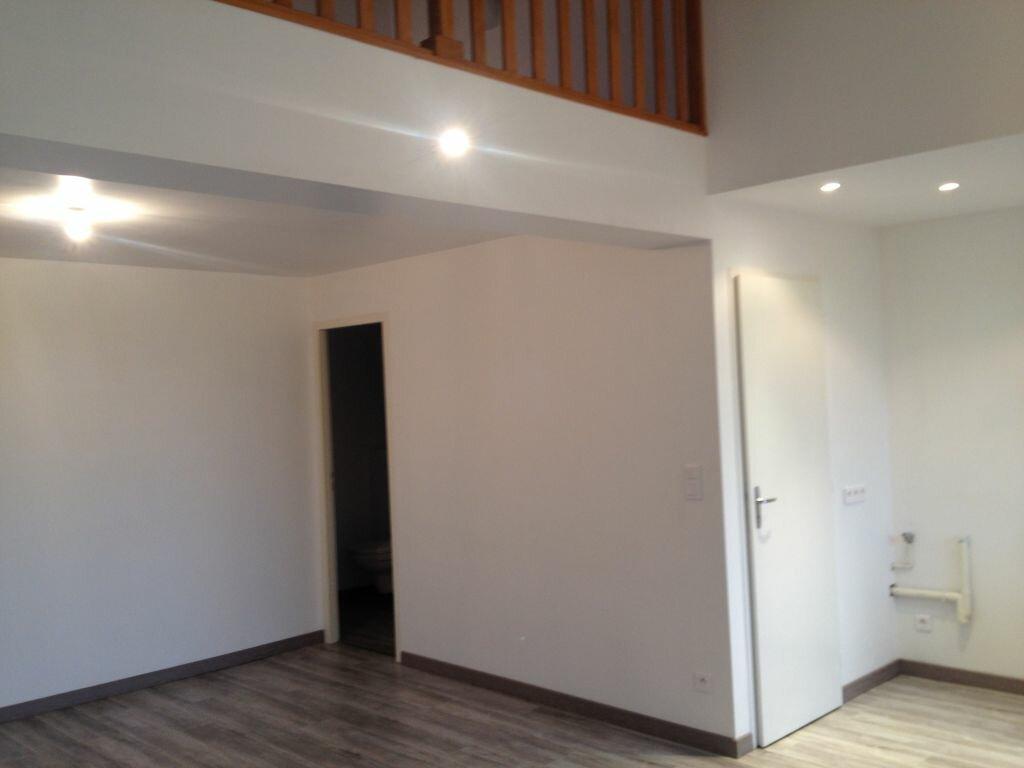Appartement à louer 2 60m2 à Clérey-sur-Brenon vignette-2