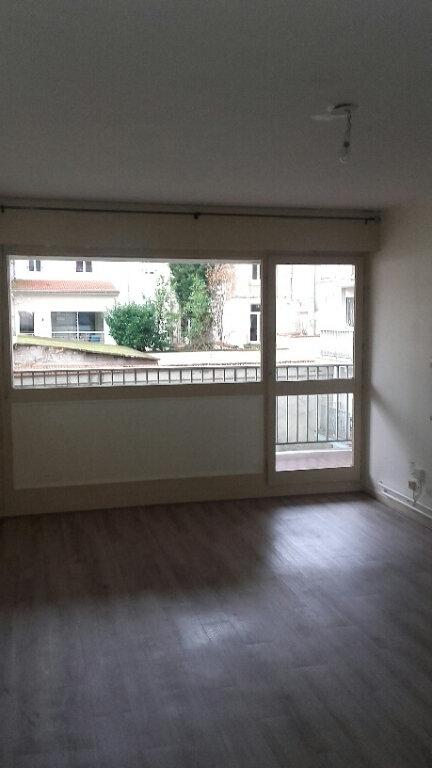 Appartement à louer 2 51.68m2 à Nancy vignette-3