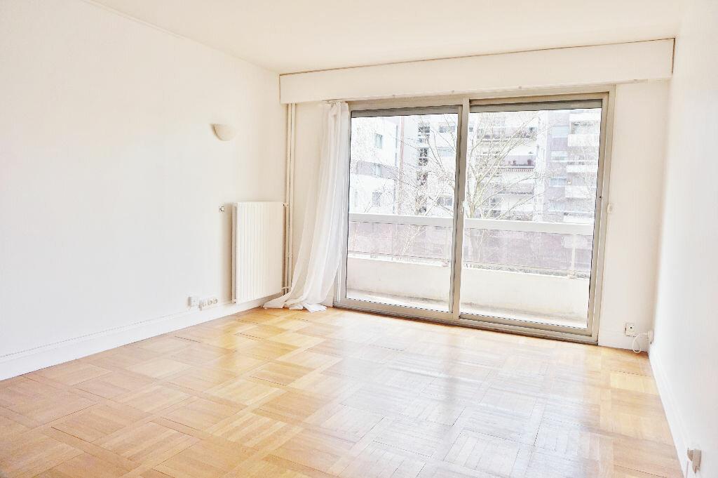 Appartement à louer 2 45m2 à Paris 15 vignette-4