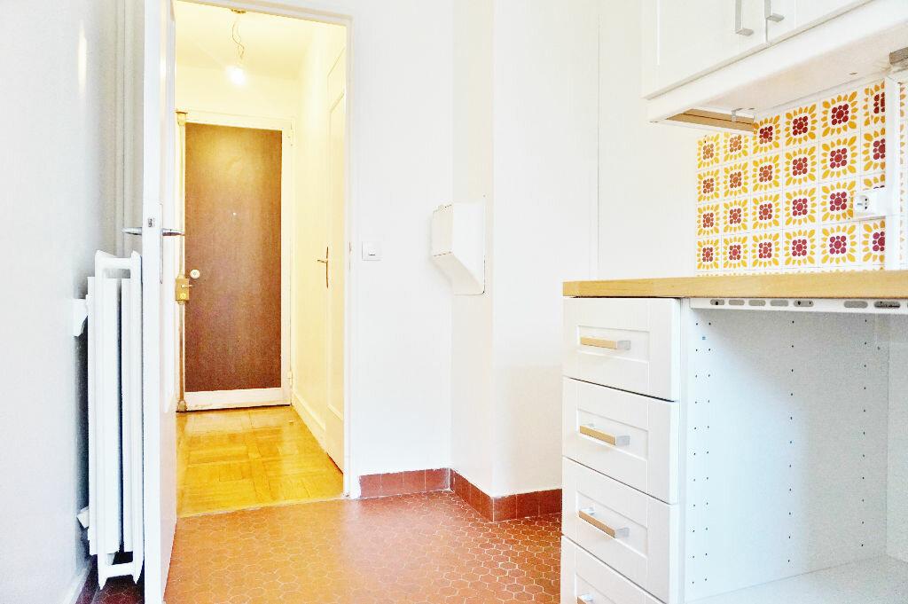 Appartement à louer 2 45m2 à Paris 15 vignette-10