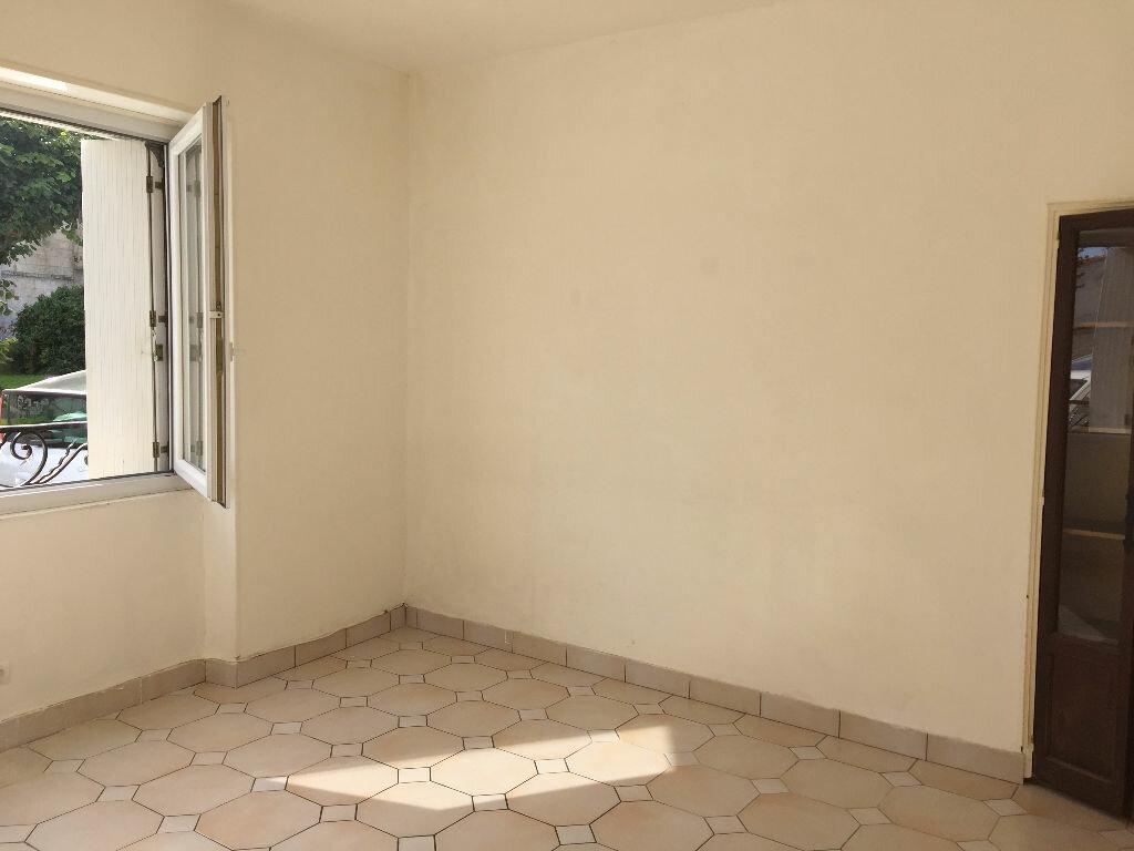 Maison à louer 6 110m2 à Bords vignette-4