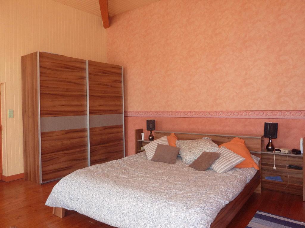 Maison à vendre 7 268m2 à Puy-du-Lac vignette-2