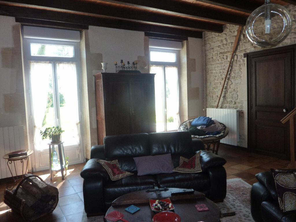 Maison à vendre 7 268m2 à Puy-du-Lac vignette-3
