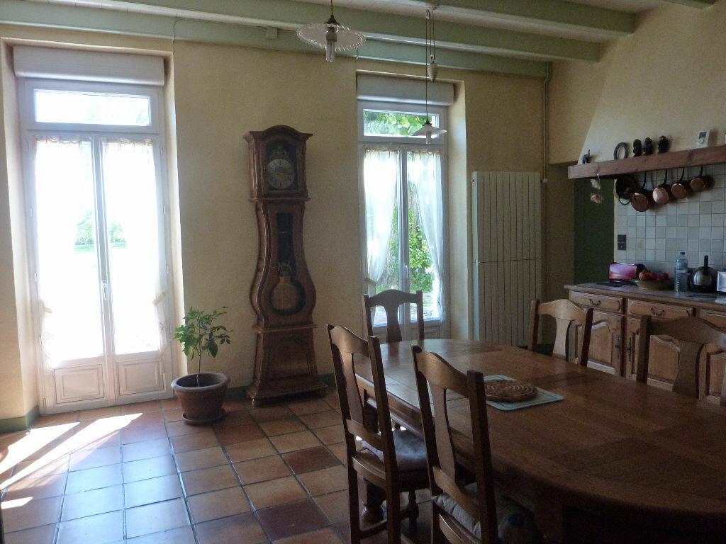 Maison à vendre 7 268m2 à Puy-du-Lac vignette-5
