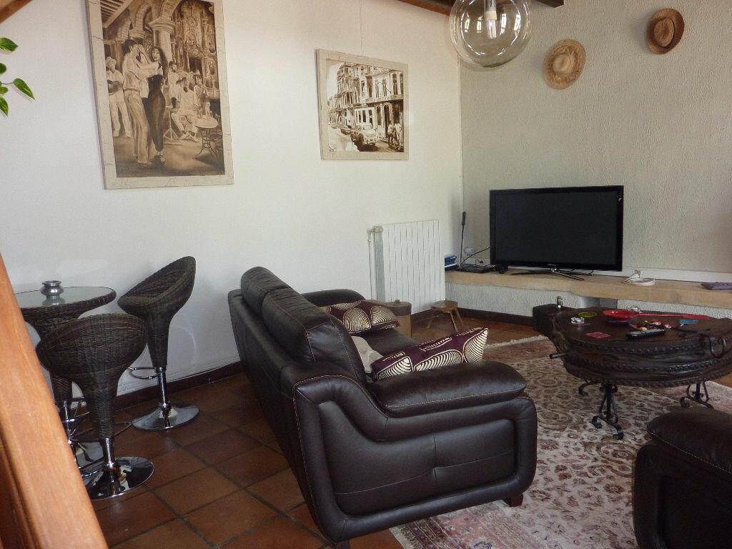 Maison à vendre 7 268m2 à Puy-du-Lac vignette-8