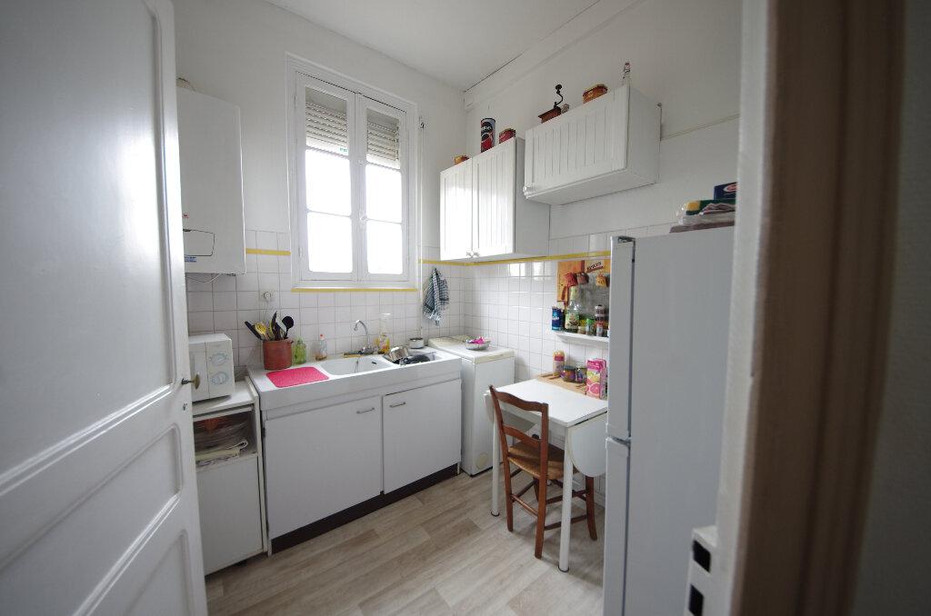 Appartement à vendre 3 64m2 à Saintes vignette-2