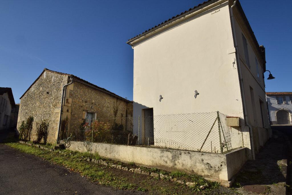 Maison à vendre 4 120m2 à Burie vignette-2
