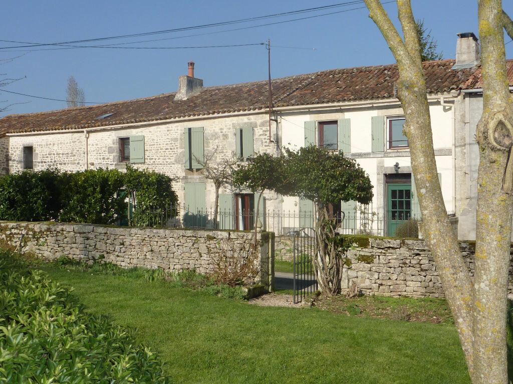 Maison à vendre 7 174m2 à Saint-Savinien vignette-1