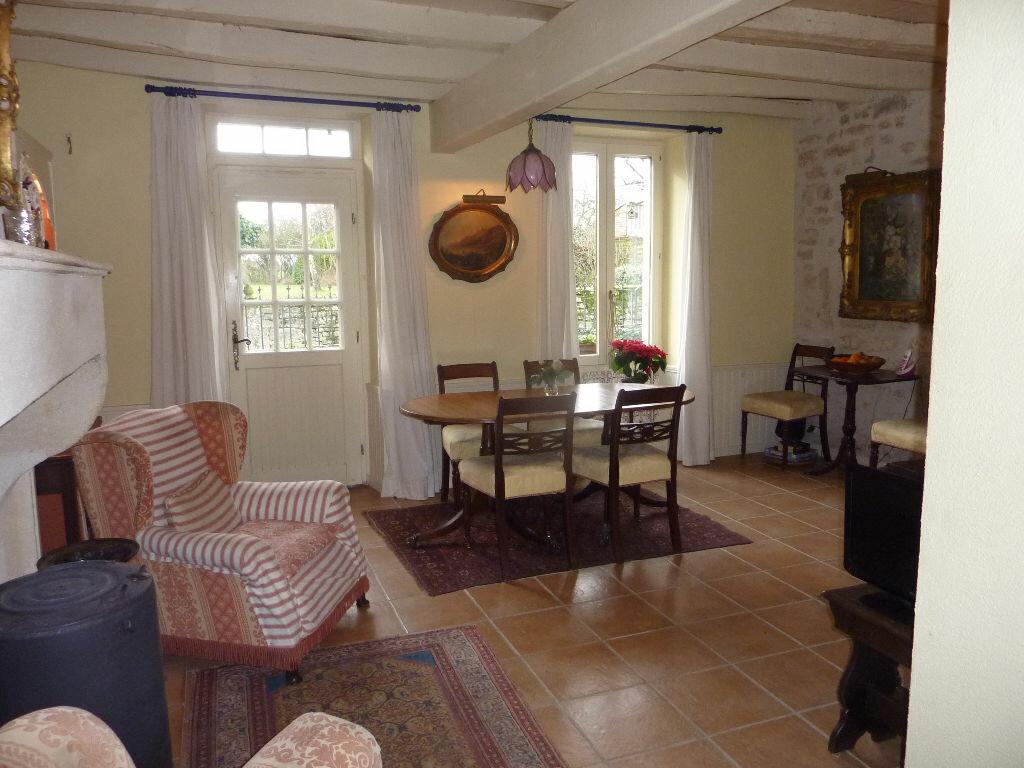 Maison à vendre 7 174m2 à Saint-Savinien vignette-6