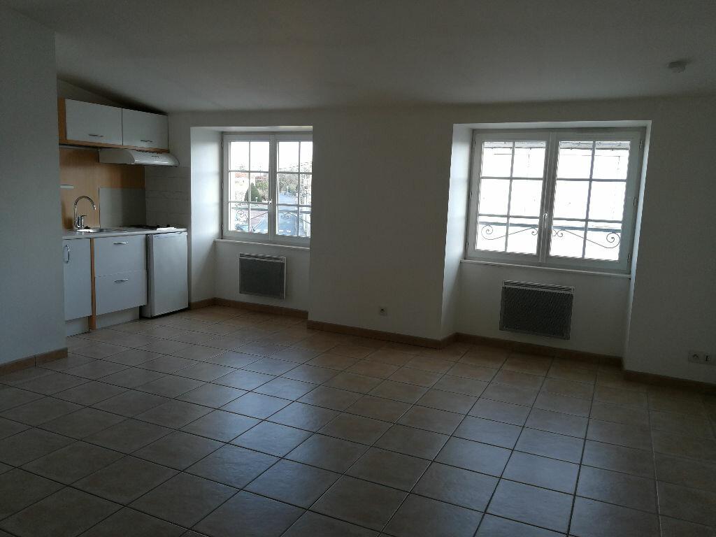 Appartement à louer 1 35m2 à Pont-l'Abbé-d'Arnoult vignette-2