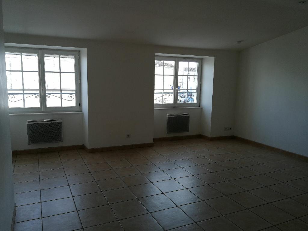 Appartement à louer 1 35m2 à Pont-l'Abbé-d'Arnoult vignette-3