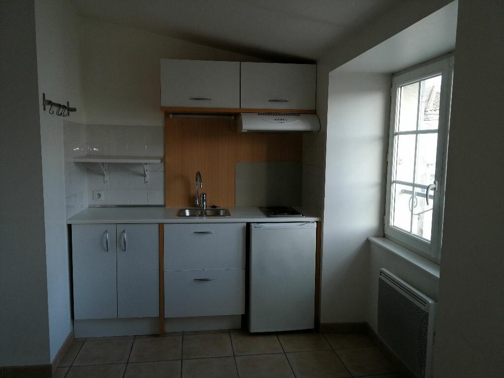 Appartement à louer 1 35m2 à Pont-l'Abbé-d'Arnoult vignette-4